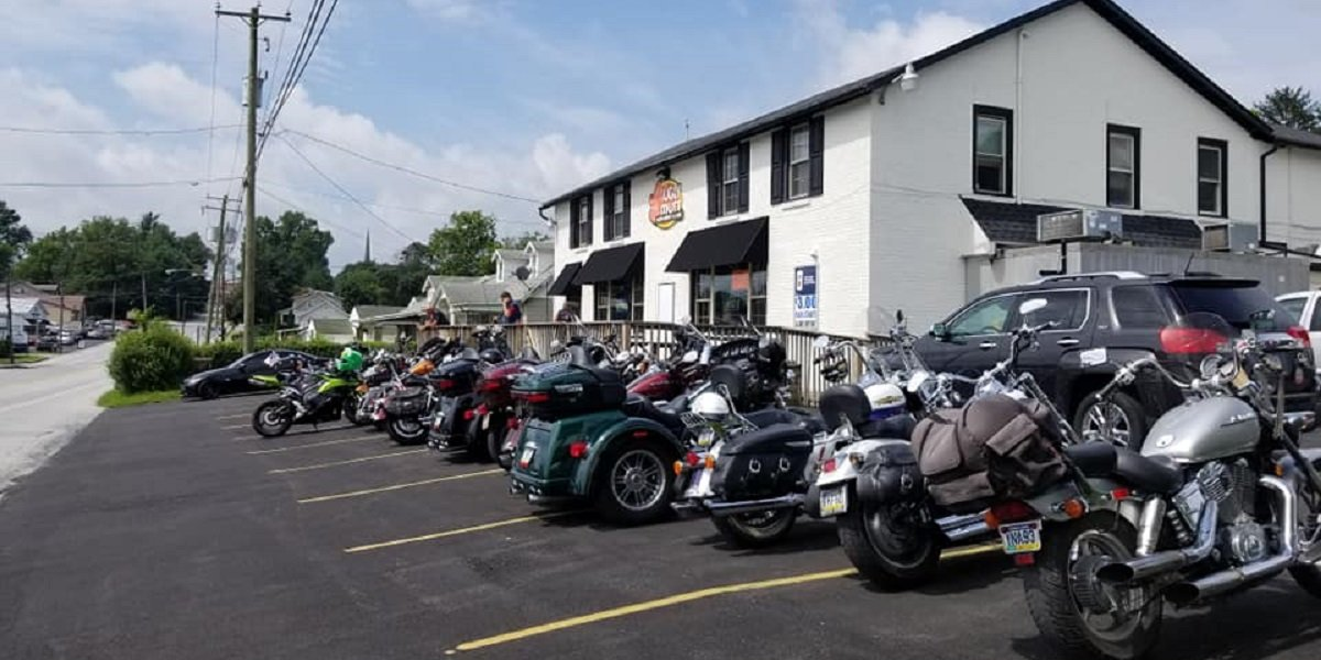 Motorcycles in front of the Ugly Mutt restaurant